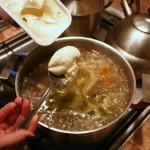 добавляем сыр в суп