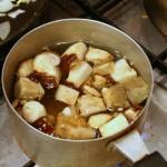 Белые грибы отвариваем в подсоленой воде 10 минут