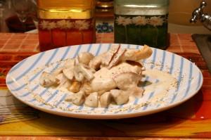 Куриное филе в сливочном соусе с шампиньонами