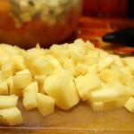 Картошку режем мелкими кубиками