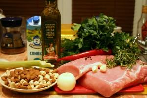 Необходимые продукты для свинины в ореховой корочке