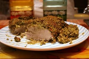 Получается вот такое вкуснейшее мясо. Лучше всего подавать на стол прямо из духовки